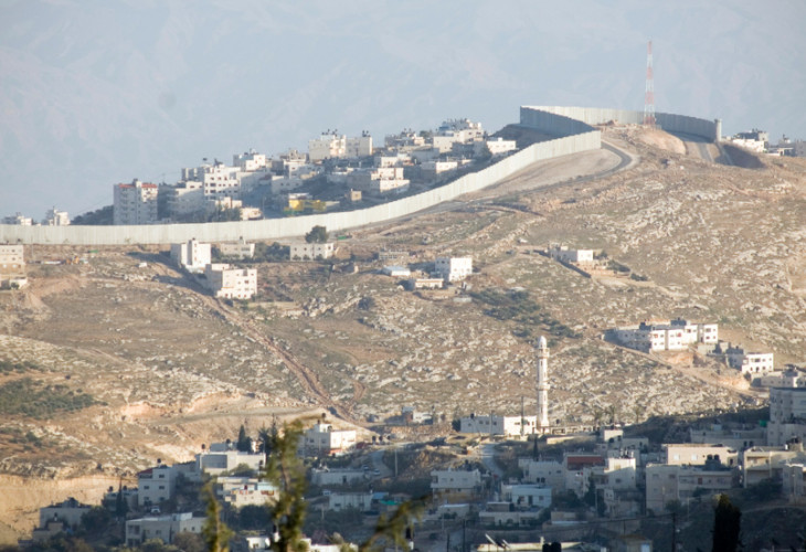 A wall between Israel and the West Bank
